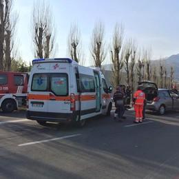 Erba, tamponamento in via Milano  Una donna ferita e traffico in tilt