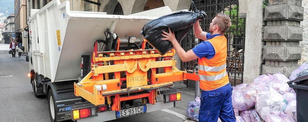 Como, la differenziata va bene  Piano per ridurre i sacchi in strada