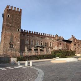 """Castello di Carimate in vendita  """"Bastano"""" 15 milioni di euro"""