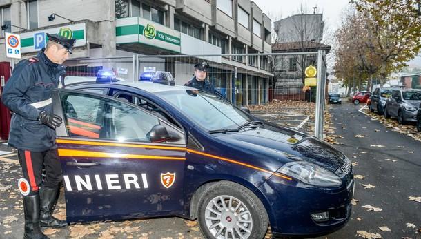 Aggredisce due donne  Bloccato dai carabinieri