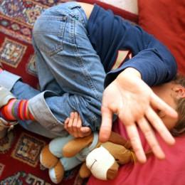 Tredicenne violentato da 11 minorenni