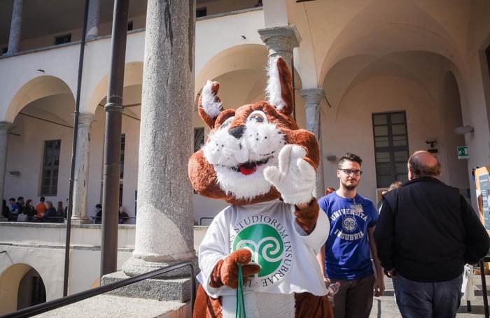 Como Sant'Abbondio Open Day dell'Università dell'Insubria, lo scoiattolo rosso Larry mascotte