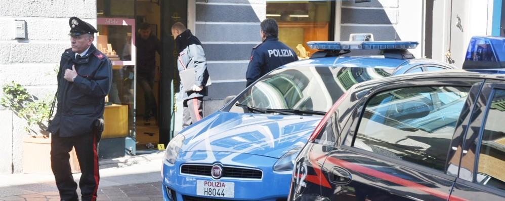 Como, rapina in gioielleria  Poi la fuga a piedi in centro storico