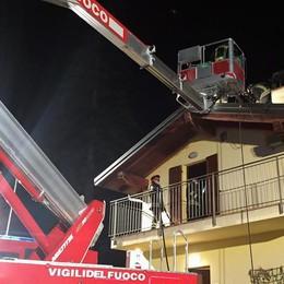 E ad Eupilio va a fuoco  il tetto di una villetta
