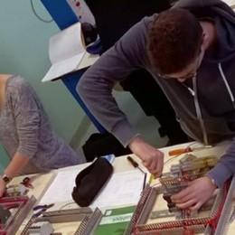 «Iscrivetevi al corso da elettricisti»  L'appello di Erba in tutta Italia
