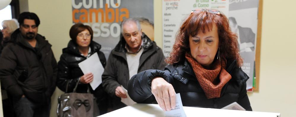 Primarie, è ufficiale: sfida a cinque  E si voterà anche sabato in centro  Vota i sondaggi su primarie e sindaco