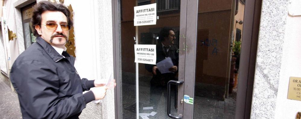 «Vendita di permessi di soggiorno» Avvocato comasco nel mirino delle Iene