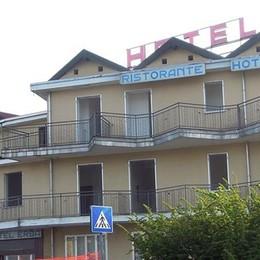 Hotel Erba demolito tra oggi e domani  Al suo posto una birreria e i go kart