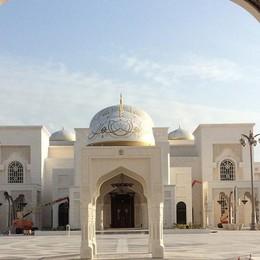 Portone di 12 metri al palazzo degli emiri   Sfida vinta per Cantù