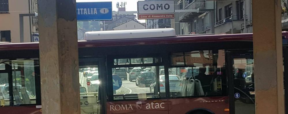 Como, risolto il mistero  del bus di Roma. È qui in prova