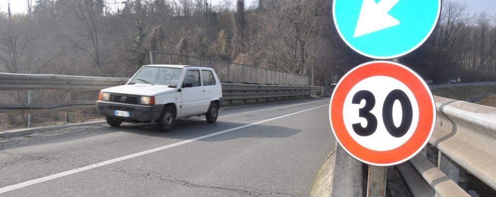 Cantù, blocchi di cemento e limite a 30  Ponte a rischio, primi interventi