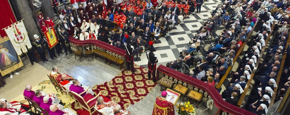 Riacceso in Duomo il Cero pasquale  Questa mattina il solenne pontificale