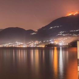 Alto lago, distrutti dal fuoco  sessanta ettari di pascolo