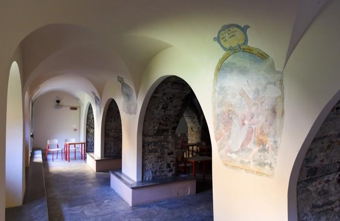 Como la cripta con gli affreschi ritrovati all'Istituto Pessina di via Milano