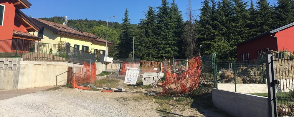 Strada e lampioni per 65 case  I lavori riprendono dopo 4 anni