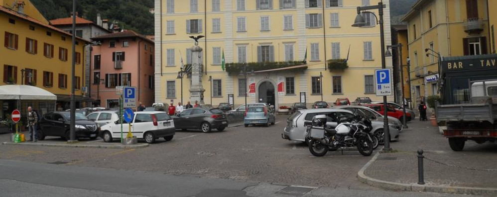Dongo, Anpi e nostalgici   Tutti nella stessa piazza