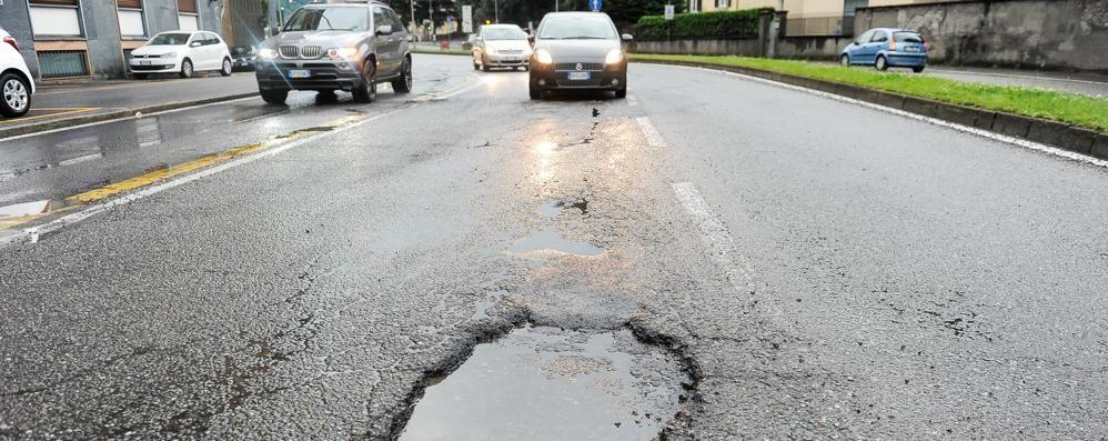 Arrivano gli asfalti dello scorso anno  Nelle vie Recchi e Rosselli lavori di notte