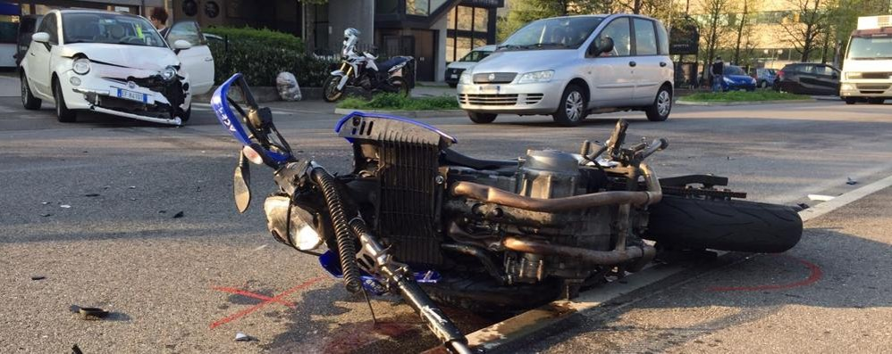 Como, incidente in via Tentorio: ferito un motociclista