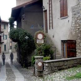 Villincino diventa a traffico limitato  I residenti del borgo avranno un pass