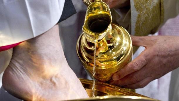 Papa: lavanda piedi in carcere Paliano