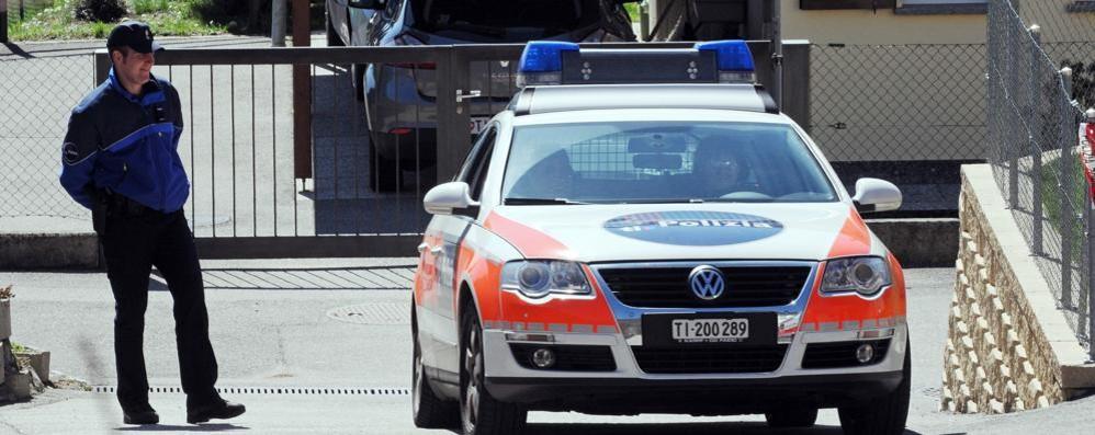 Ticino, rapina al distributore Più controlli alle frontiere