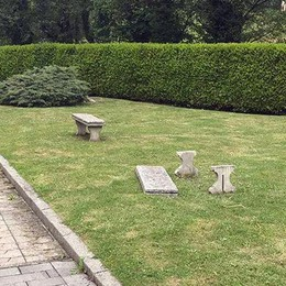 Montorfano, nuovo blitz dei vandali  Danni al cimitero e al monumento