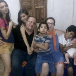 Erba, magliette  per aiutare Paolo   «È solo in Brasile con cinque figli»