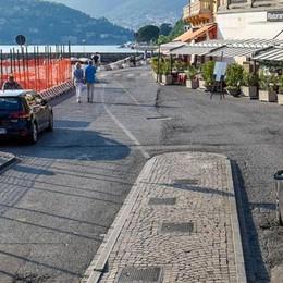 Como, auto in viale Geno  Numero chiuso per la città turistica