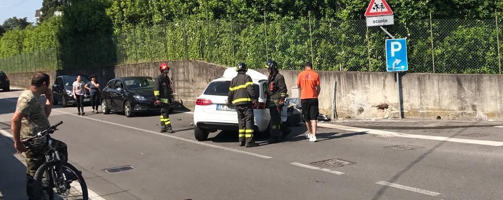 Lambrugo, auto contro muro  Paura per il conducente