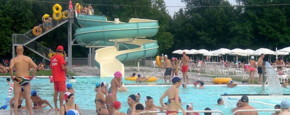 La piscina esterna pronta ad aprire  «Bagni in anticipo con sole e caldo»