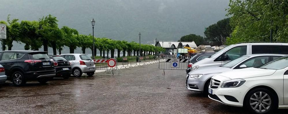 Cernobbio, avviso agli ambulanti  «Attenzione al porfido in Riva»