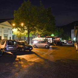Pochi vigili di notte  Mura assediate  dalle auto in sosta