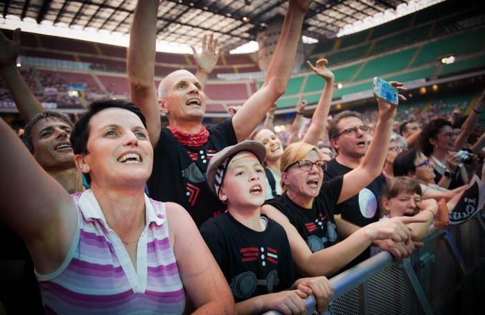Milano pubblico in delirio per il concerto di Davide Van De Sfroos a San Siro