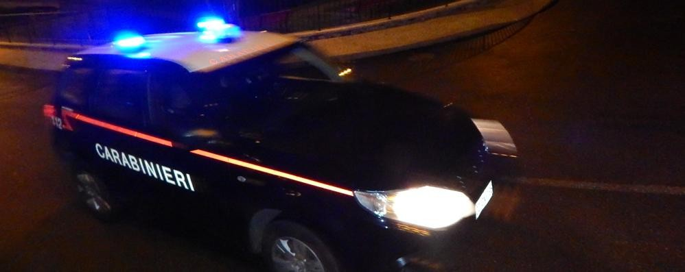 Apre la bombola del gas Salvato dai carabinieri