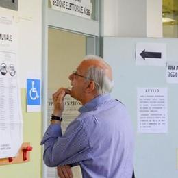 #ELEZIONICOMO  Crolla l'affluenza: -10%   Al voto un comasco su due