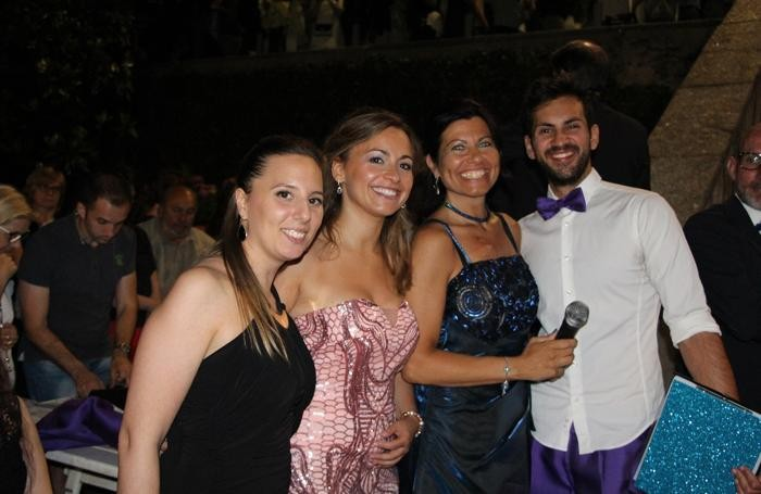 Casnate con Bernate - I presentatori della serata delle debuttanti. Da sinistra: Laura Cagnati, Chiara Carugo, Elisa Cassina e Fabrizio Cadonà.