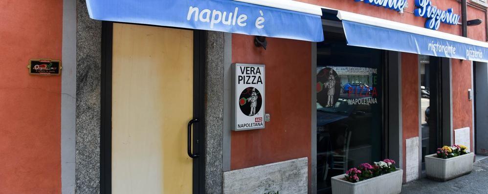 """Como, spaccata nella notte   alla pizzeria """"Napul'è"""""""