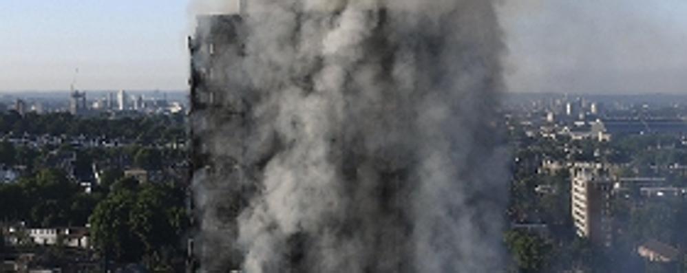 Londra, vittime e feriti  nel grattacielo in fiamme  La denuncia: non era sicuro