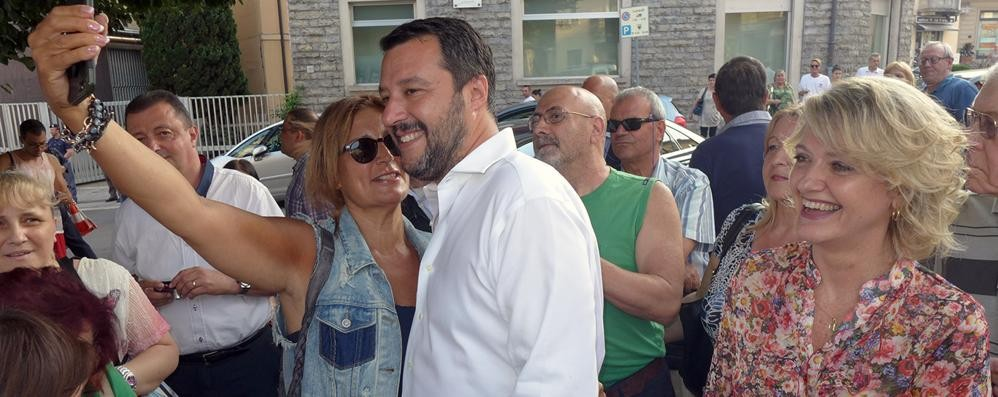 Cantù ed Erba al ballottaggio  Salvini in piazza con i candidati