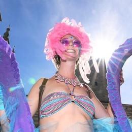 Como, sfila la Parada Festa di colori e musica