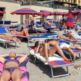 """Sembra Rimini, è """"soltanto"""" il lago  Dalle piscine ai lidi: pienone record"""