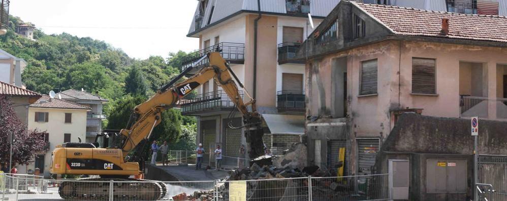 Uggiate perde un pezzo di storia   Abbattuto il terrazzo dell'ex Brescia