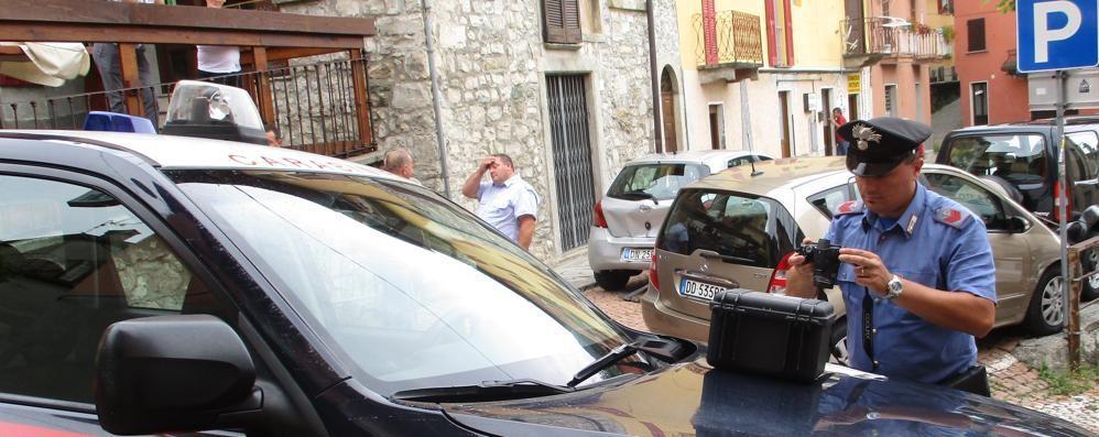 Perde il controllo dell'auto  Paura a San Fedele per due bimbi