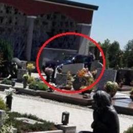 Brenna, lava l'auto al cimitero  Rintracciato grazie alle foto
