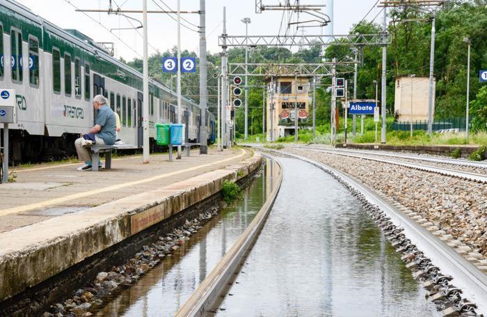 Como sospesi i treni Ferrovie dello Stato per Milano per allagamento binari, bus sostitutivo,