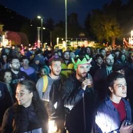 Concerti a lago fino a notte fonda  Protesta dei residenti: «Cambiare sede»