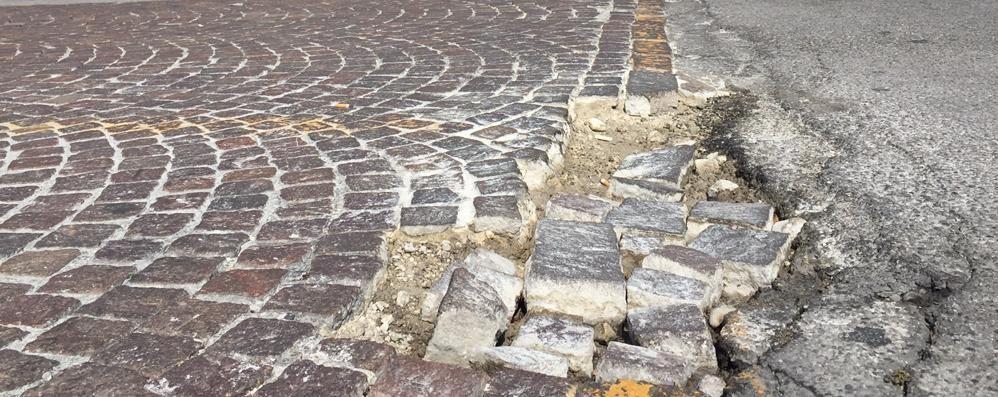Buche e  asfalti a Erba  «Mancano i soldi»