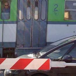 Tir abbatte le barriere a Caslino  Disagi su tutta la linea delle Nord