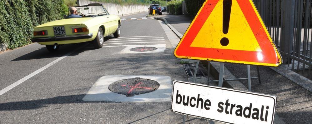 Cantù, strade disastrose  «Segnalate le buche  e noi le ripareremo»