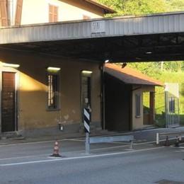 In Ticino rapina all'ufficio cambi  Al confine è caccia ai due banditi
